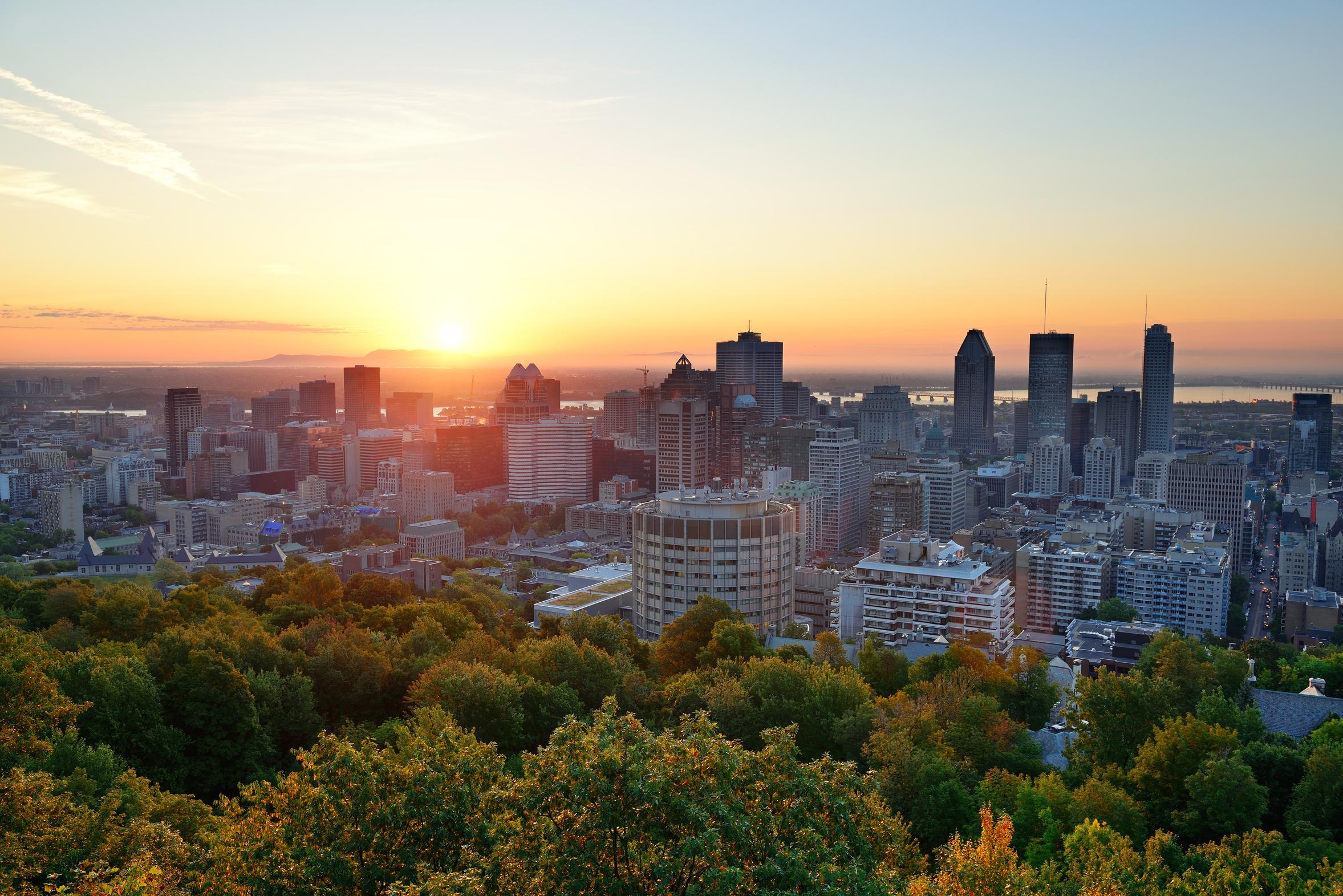 Lever de soleil sur Montréal depuis le Mont Royal