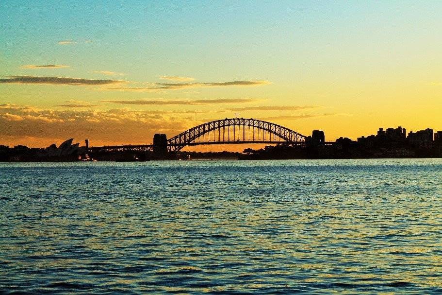 Choucher de soleil sur le Harbour Bridge à Sydney. Photo by Fanny