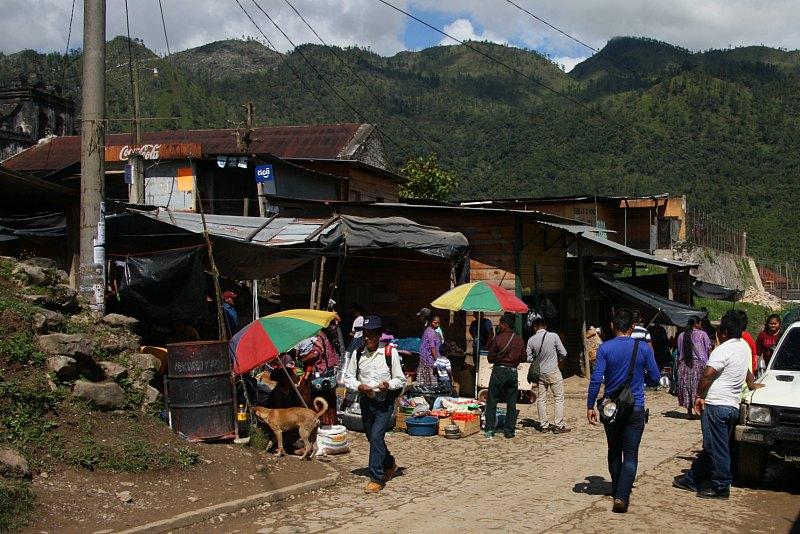 le marche de lanquin au guatemala