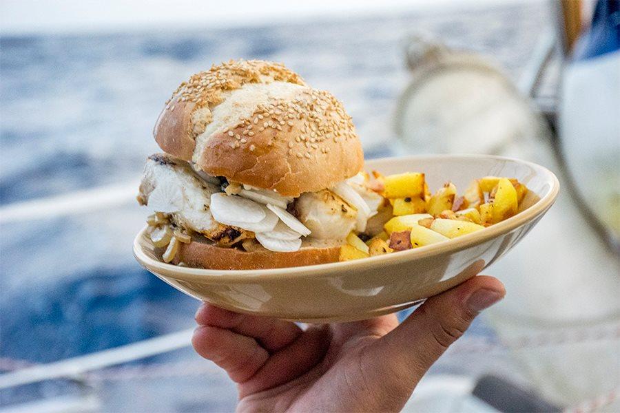 Cuisiner sur un voilier autour du monde