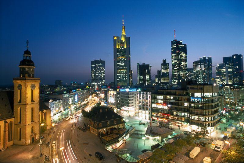 Frankfurt Skyline Nacht ©Deutsche Zentrale für Tourismus e.V. Photographe: Messerschmidt, Joachim