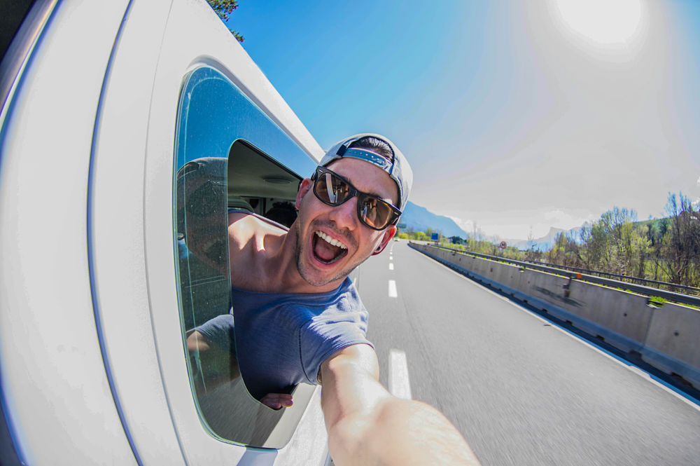 Assurer sa voiture, sa moto ou son van en road-trip ou en vacances
