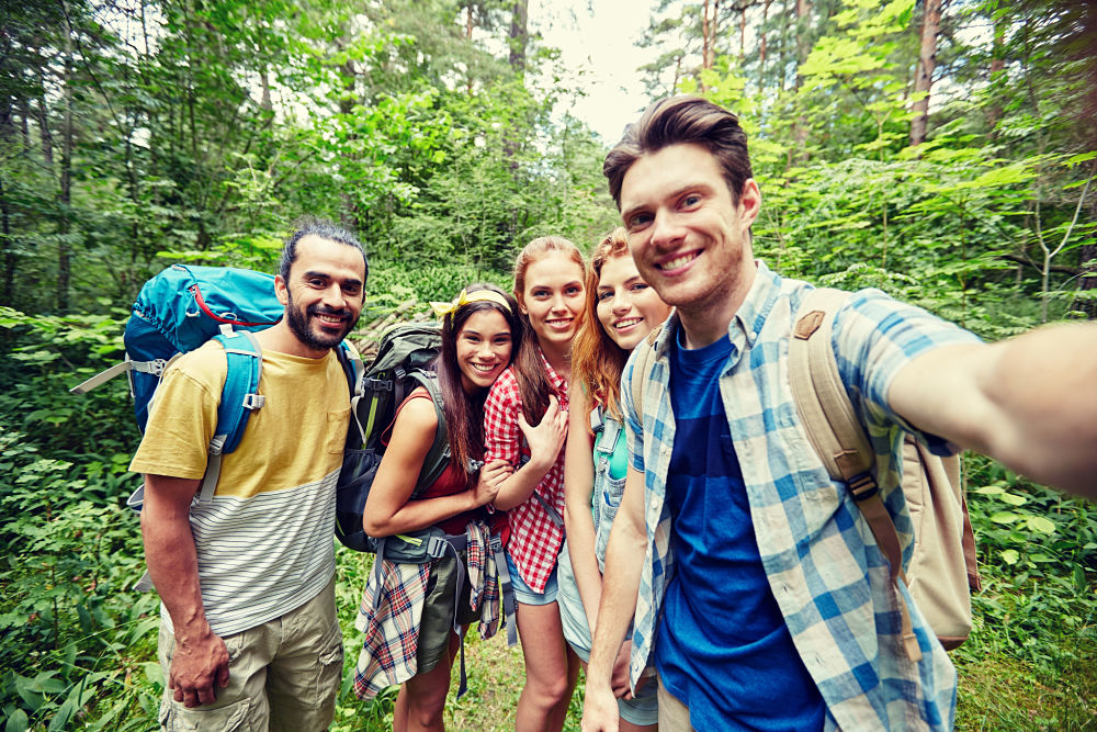 groupe de jeunes en voyage équitable