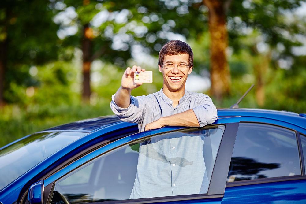 le permis français suffit-il pour conduire à l'étranger ?