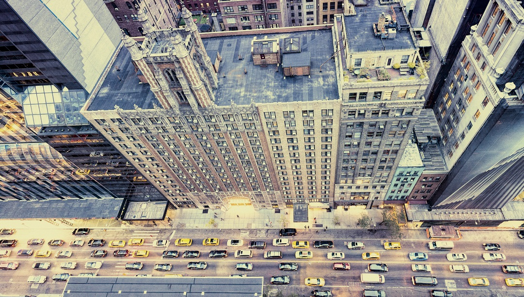 vue sur les rues de New York d'un bar rooftop