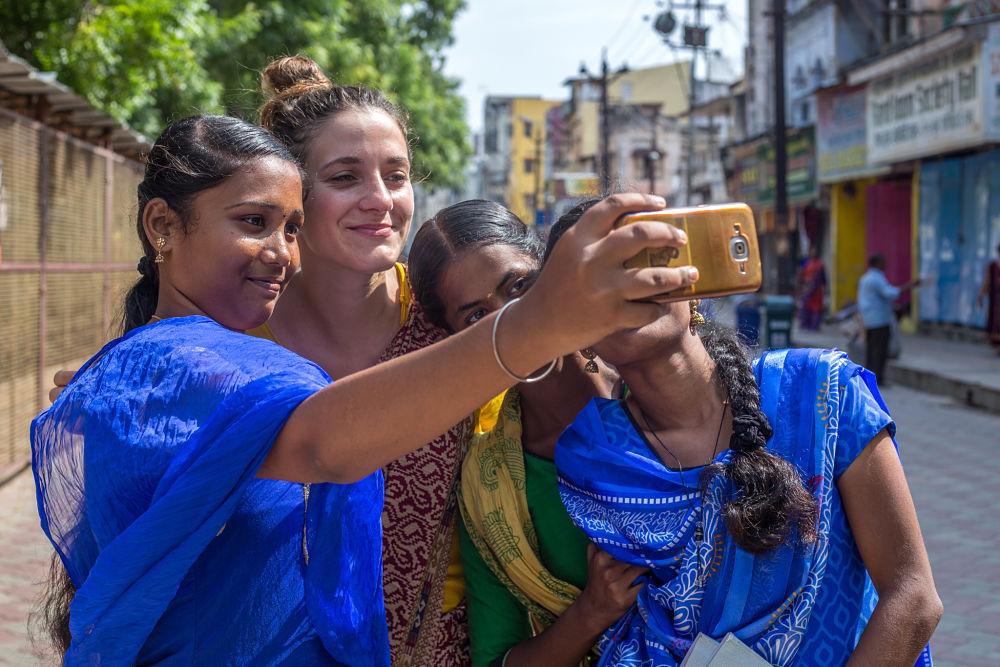 photo avec des etudiantes indiennes